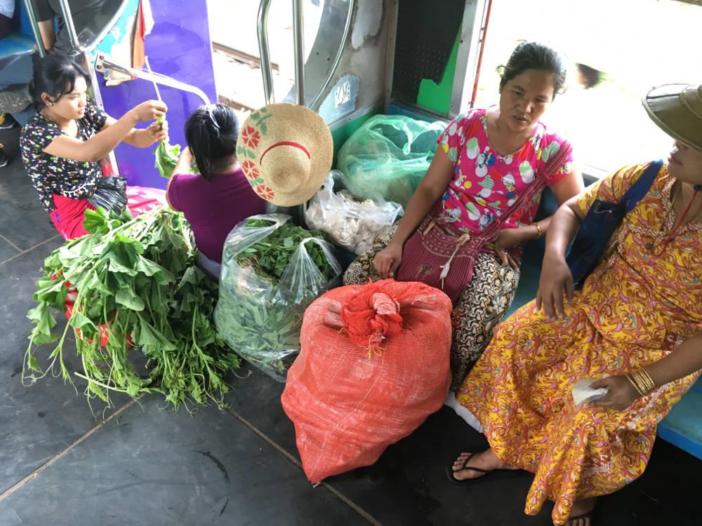 Im Zug in Myanmar