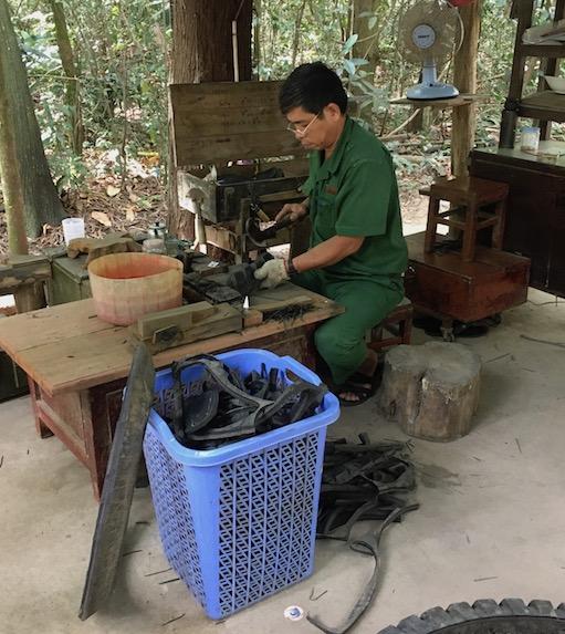 So wurden Schuhe während des Vietnamkriegs hergestellt: Aus Autoreifen.