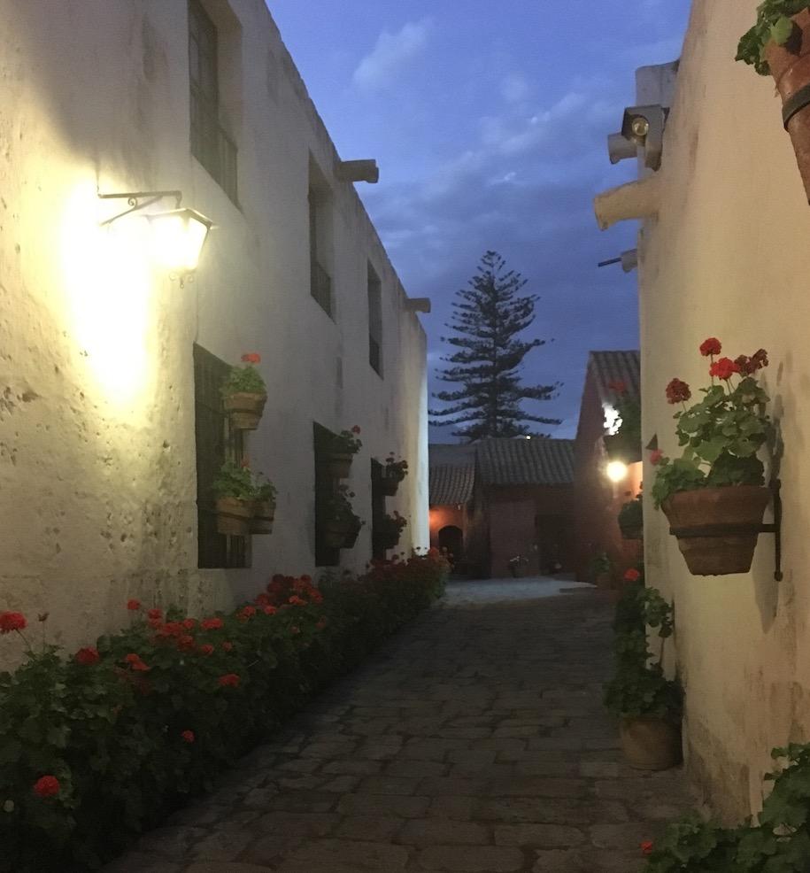 Eine weitere Gasse im Kloster Santa Catalina