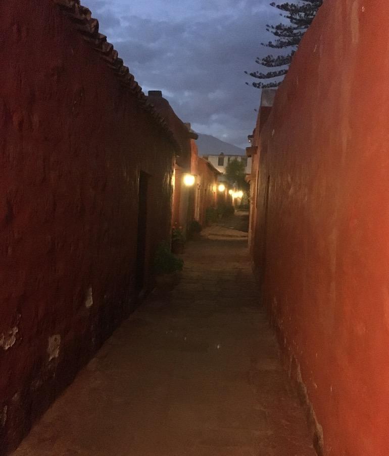 Gasse im Kloster Santa Catalina