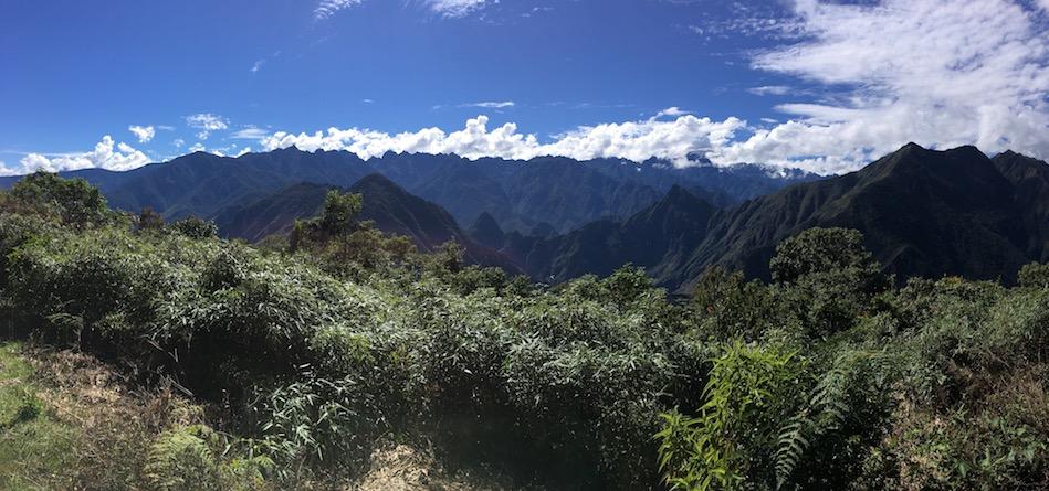 Machu Picchu aus der Ferne (muss man sich irgendwo in der Mitte des Bildes dazudenken)