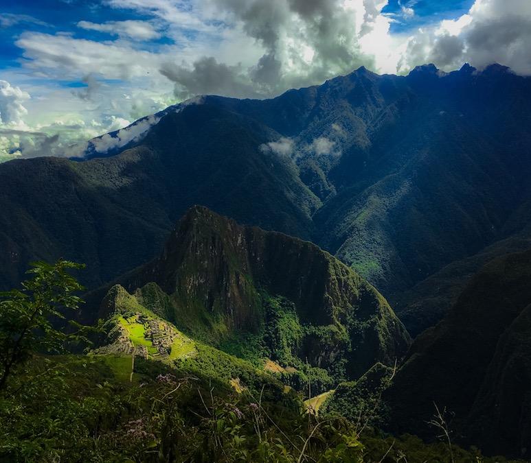 Blick auf den Machu Picchu (auf dem Weg auf den Gipfel)