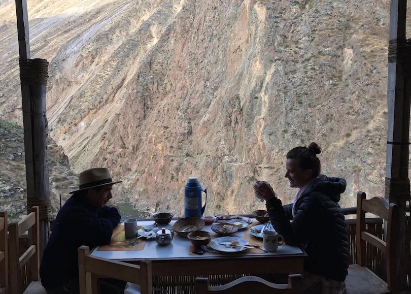 Patricio und ich beim Frühstück