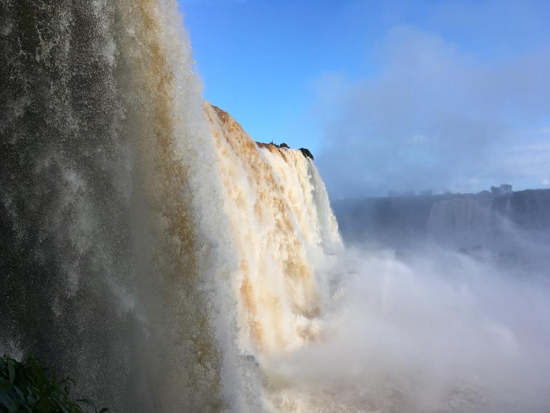 Iguaçu-Fälle, etwas näher dran