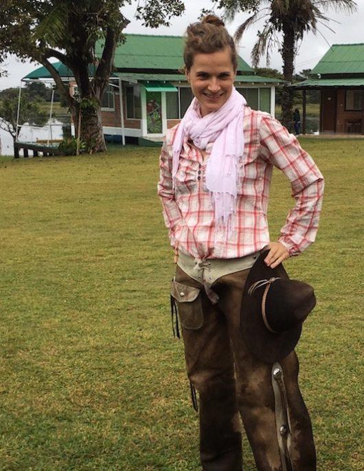 Pantanal: Man kann auch gauchomäßig zu Pferde durch das hohe Wasser reiten und muss sich dabei nicht die Schuhe ruinieren. Warum hat mir das vorher keiner gesagt?