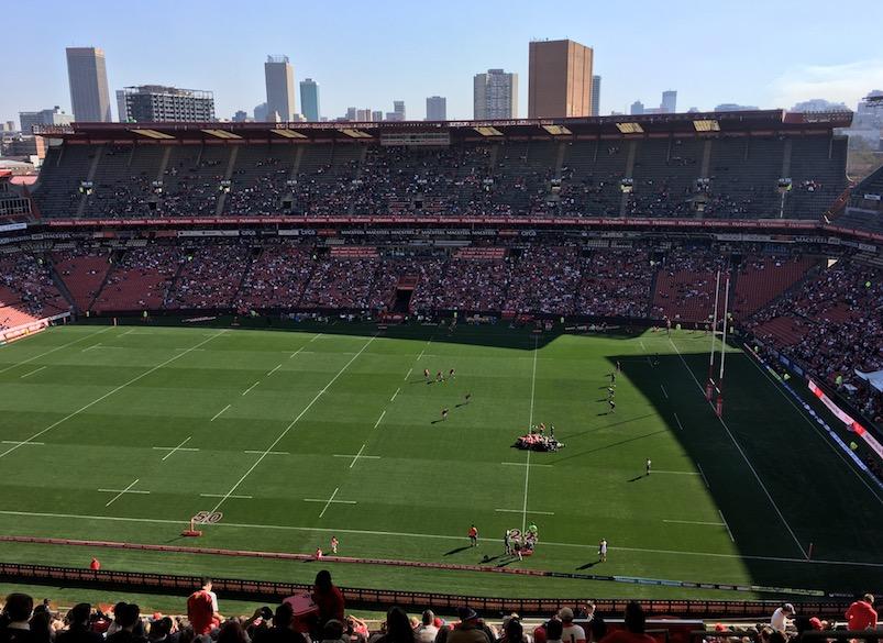 Zurück in Johannesburg bei einem Rugby-Spiel im berühmten Ellis Park Stadium