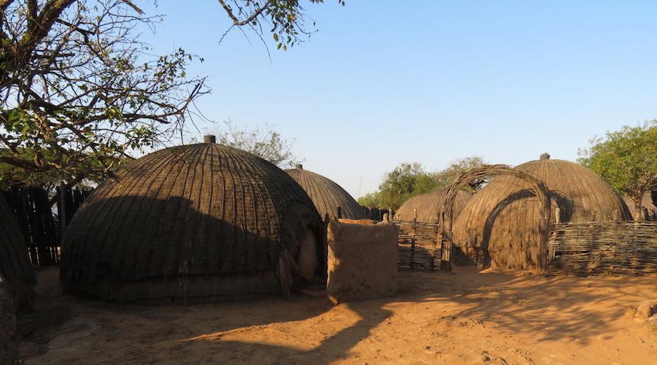 Zulu-Dorf (ein nachgebautes)